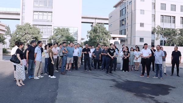 会议组织参观生产基地新址